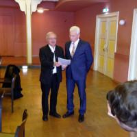 Landrat Hubert Hafner und Willi Riedel im Krumbacher Stadtsaal